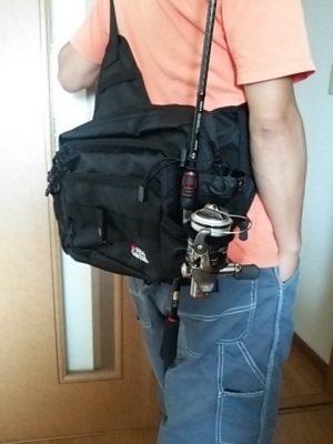 DSC 0072 300x400 Abu Garcia(アブ・ガルシア)ワンショルダーバッグ2 バス釣り用に買いました