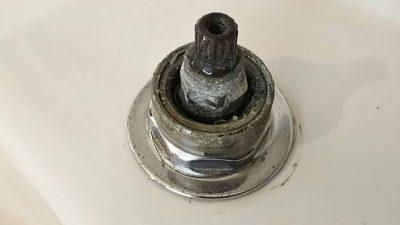 DSC 0024 400x225 美容院のシャンプーボール部品・水栓(スピンドル)を交換DIY