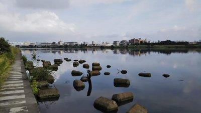 DSC 0041 400x225 【多摩川 バス釣り】朝まずめにタモが折れた こんな日は釣れる気しない