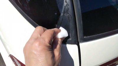 0419 01 400x225 車の劣化したゴム製の窓枠をメンテナンス アコードワゴン(CH9)