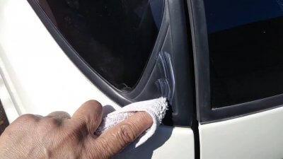 0419 02 400x225 車の劣化したゴム製の窓枠をメンテナンス アコードワゴン(CH9)