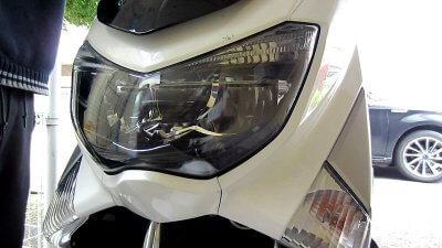 0424 02 400x225 NMAXスクーターのヘッドライトの傷消し 勝算は根気
