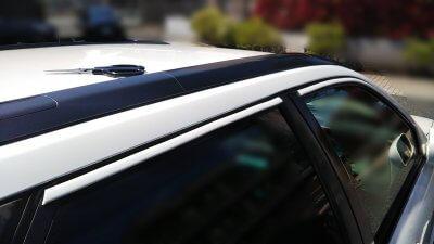 DSC 0132 400x225 車の劣化したゴム製の窓枠をメンテナンス アコードワゴン(CH9)