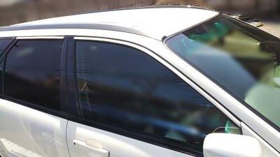 DSC 0134 400x225 車の劣化したゴム製の窓枠をメンテナンス アコードワゴン(CH9)
