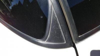 DSC 0177 400x225 車の劣化したゴム製の窓枠をメンテナンス アコードワゴン(CH9)