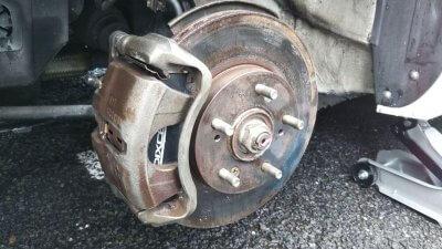 DSC 0212 400x225 新品タイヤ2本交換(フロント) アコードワゴンCH9 2020 交換時には足回りの清掃は必須