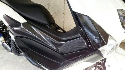DSC 0273 400x225 YAMAHA NMAX125  初めてのラッピング(リアルカーボンシート)をサイドカーバーに その1