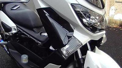 vlcsnap 2020 10 26 15h45m47s903 400x225 YAMAHA NMAX125  フロントウインカーカバーのラッピング(7D リアルカーボンシート)