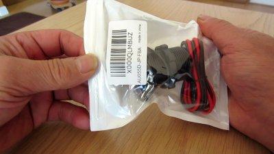 1110 02 400x225 YAMAHA NMAX125 USB充電器&電圧計を取り付け