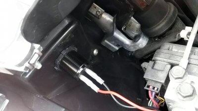 DSC 0206 400x225 YAMAHA NMAX125 USB充電器&電圧計を取り付け