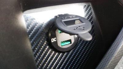 DSC 0211 400x225 YAMAHA NMAX125 USB充電器&電圧計を取り付け