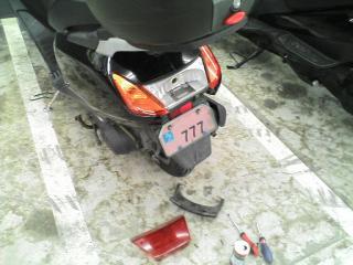 20100223 02s スクーター(ホンダ スペイシー100)のオイル交換とブレーキランプ